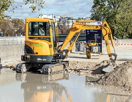 excavator in Paris